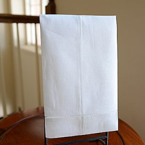 Linen hand towel. White color. 14×22″ (Each)